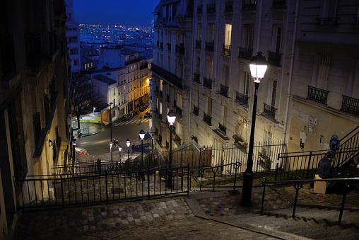 Montmartre「Street Scene & Steps at Night Montmartre Paris」:スマホ壁紙(18)