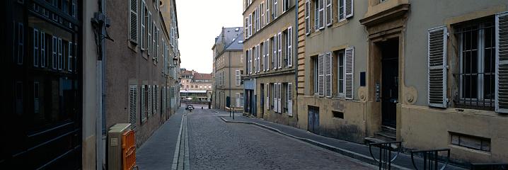 Alley「Street scene in Metz」:スマホ壁紙(14)