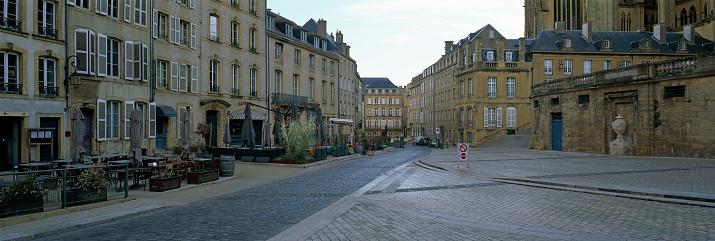 Cathedral「Street scene in Metz」:スマホ壁紙(12)