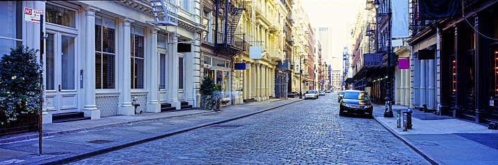 USA「Street scene in Soho with cast iron buildings」:スマホ壁紙(3)