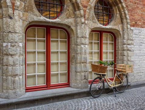自転車「Street Scene in Old Town of Bruges, West Flanders, Bruges, Belgium」:スマホ壁紙(10)