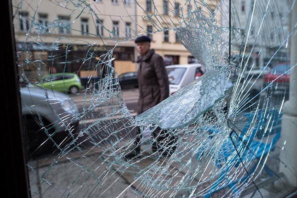 Broken「Aftermath Of Right-Wing Rioting In Leipzig」:写真・画像(14)[壁紙.com]