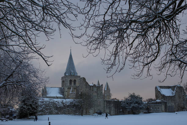Snow「Cold Weather Front From Russia Brings Snow Across The UK」:写真・画像(13)[壁紙.com]