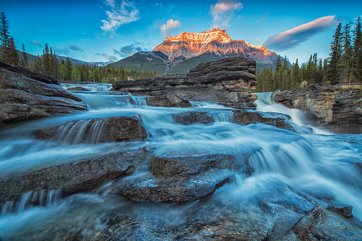 Athabasca River「Sunset lights up Mount Fryatt as the Athabasca River flows over Athabasca Falls in Jasper National Park」:スマホ壁紙(8)