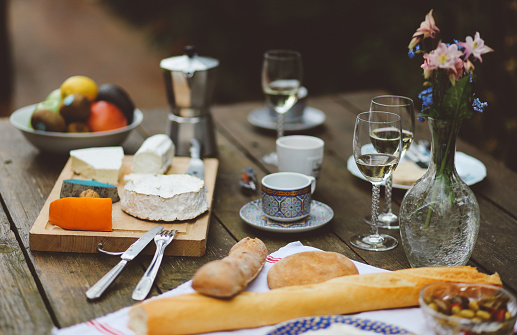 France「French food on the wooden table」:スマホ壁紙(12)