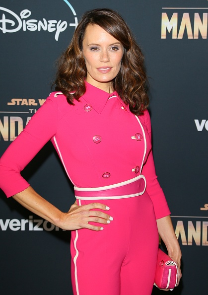 "The Mandalorian - TV Show「Premiere Of Disney+'s ""The Mandalorian"" - Arrivals」:写真・画像(1)[壁紙.com]"