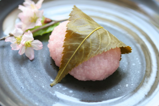 Wagashi「Rice cake with Cherry Blossom on plate」:スマホ壁紙(16)