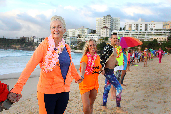 Lisa Maree Williams「Surfers Gather To Raise Awareness Of Mental Health」:写真・画像(16)[壁紙.com]