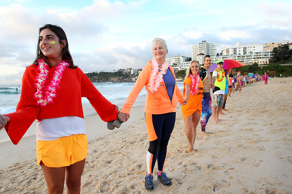 Lisa Maree Williams「Surfers Gather To Raise Awareness Of Mental Health」:写真・画像(15)[壁紙.com]