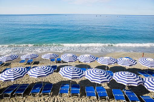 La Spezia「Chairs and umbrellas for rent.」:スマホ壁紙(9)