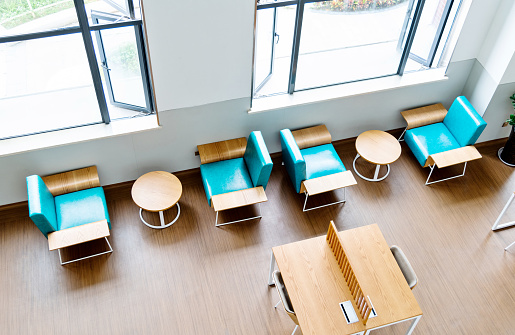 Hotel Reception「Chairs and coffee tables in modern lobby」:スマホ壁紙(10)