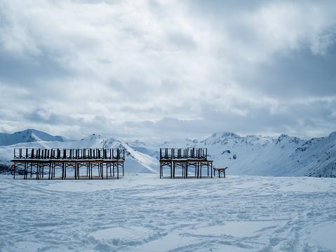 イシュグル「Chairs and tables stacked in the snow, Ischgl, Landeck, Tyrol, Austria」:スマホ壁紙(17)