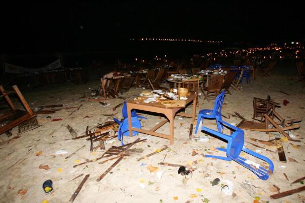Table「Series Of Explosions Rock Tourist Resort Of Bali」:写真・画像(14)[壁紙.com]