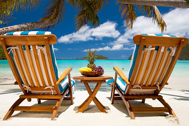 chairs and table with fruit at a tropical Caribbean beach:スマホ壁紙(壁紙.com)