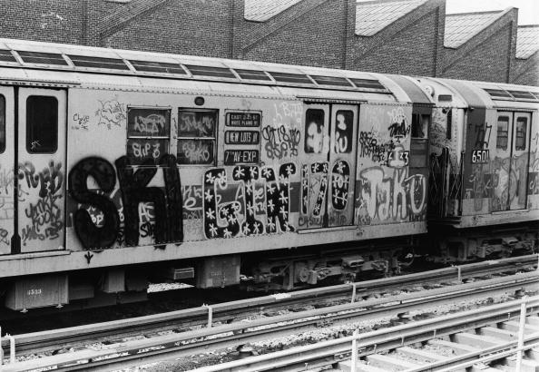 Graffiti「Exterior Of Subway Car Covered In Graffiti」:写真・画像(1)[壁紙.com]