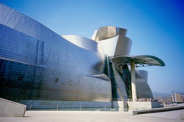 Art Museum「Exterior of Guggenheim Museum. Bilbao, Spain. Designed by Frank O Gehry.」:写真・画像(17)[壁紙.com]
