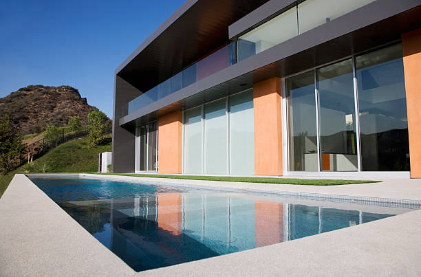 Exterior of modern house and swimming pool:スマホ壁紙(壁紙.com)