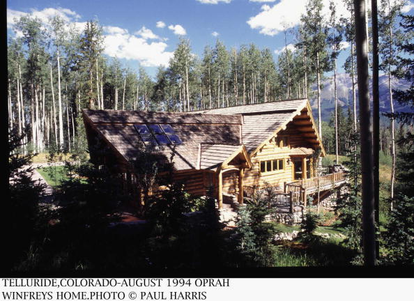 Mountain「Log Cabin Home Of American Talk Show Host Oprah Winfrey In Telluride, Colorado」:写真・画像(14)[壁紙.com]