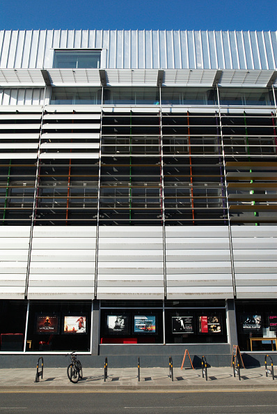 Rack「Exterior of the 'Rich Mix' cultural centre in Bethnal Green, East London, UK」:写真・画像(16)[壁紙.com]