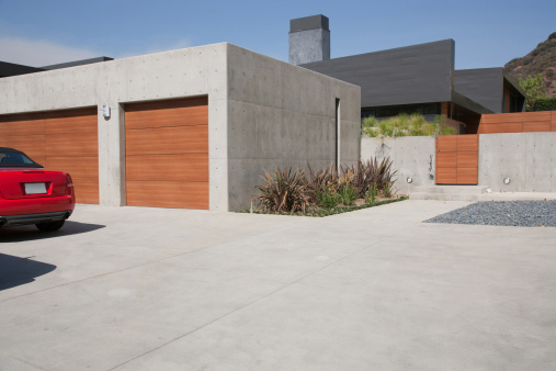 Driveway「Exterior of modern two-car garage」:スマホ壁紙(2)