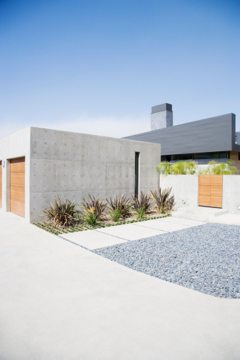 Calabasas「Exterior of modern two-car garage and house」:スマホ壁紙(4)