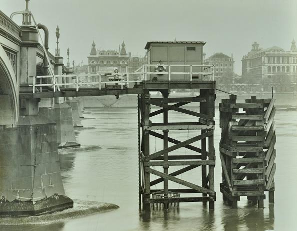 Greater London Council「Emergency Water Supply Pump Platform, Westminster Bridge, London, Wwii, 1944」:写真・画像(11)[壁紙.com]