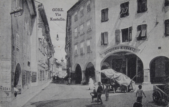 City Life「Gorizia. Via Kastello. About 1910. Photographie.」:写真・画像(7)[壁紙.com]