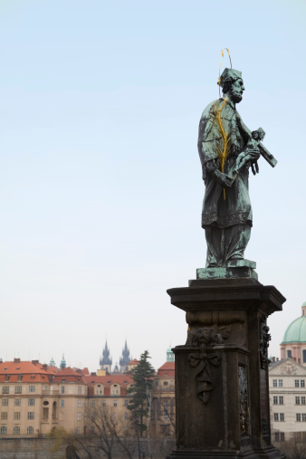 Charles Bridge「St. John Nepomuk statue on Charles Bridge, Old Town, Prague, Czech Republic」:スマホ壁紙(5)