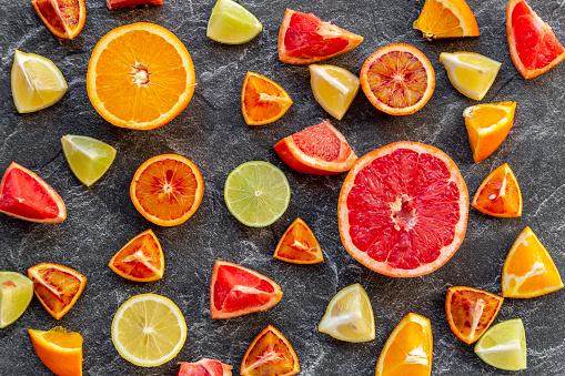 Gray Background「Sliced citrus fruits on slate」:スマホ壁紙(18)