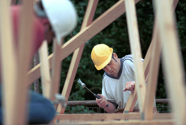 Two People「Carpentry and Joinery. Pitching roof from scaffolding.」:写真・画像(2)[壁紙.com]