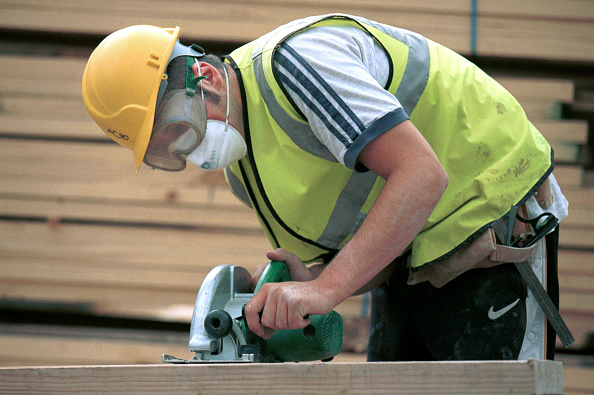 Carpentry「Carpentry and Joinery. Operating a circular portable saw.」:写真・画像(3)[壁紙.com]