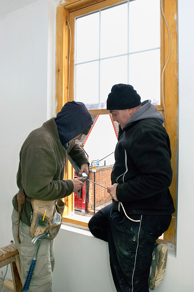 Window Frame「Carpentry and Joinery. Two builders installing sash window.」:写真・画像(14)[壁紙.com]