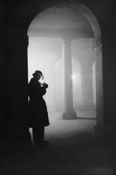 夜景「Man In Fog」:写真・画像(5)[壁紙.com]