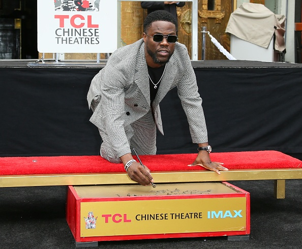TCL Chinese Theatre「Kevin Hart Hand And Footprint Ceremony At the TCL Chinese Theatre IMAX」:写真・画像(3)[壁紙.com]