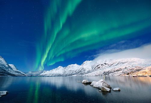 Fjord「Green Aurora Borealis at Jokulsarlon, Tromso, Norway」:スマホ壁紙(3)