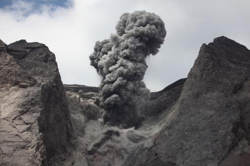 Emitting「Ash cloud rises from crater of Batu Tara volcano, Indonesia.」:スマホ壁紙(11)