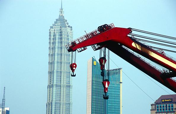 Development「Jinmao Tower with crane, Shanghai, China」:写真・画像(12)[壁紙.com]