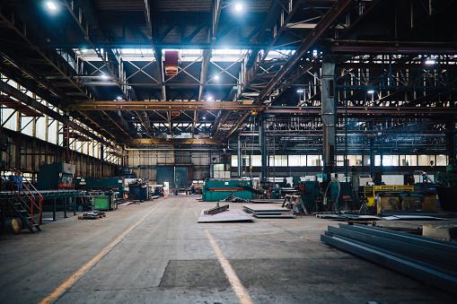 ������「Large industrial empty warehouse space」:スマホ壁紙(3)