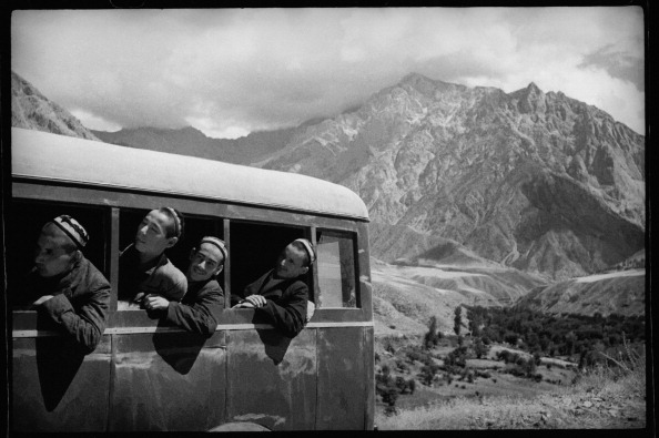 Central Asia「A Bus In Mountains」:写真・画像(2)[壁紙.com]