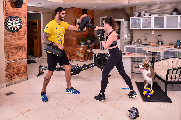 Sport「Brazilian Volleyball National Squad Players Train Alone at Home due to the Coronavirus (COVID - 19) Pandemic」:写真・画像(8)[壁紙.com]
