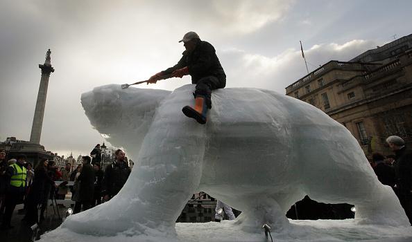 Sculptor「Protesters Highlight Climate Change In Trafalgar Square」:写真・画像(10)[壁紙.com]