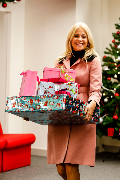 New「Post Office's New Christmas Campaign With Pixie Lott」:写真・画像(9)[壁紙.com]