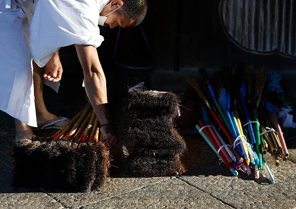 Great Buddha Hall - Nara「Monks Clean The Great Buddha of Nara  Ahead Of Bon Festival」:写真・画像(4)[壁紙.com]