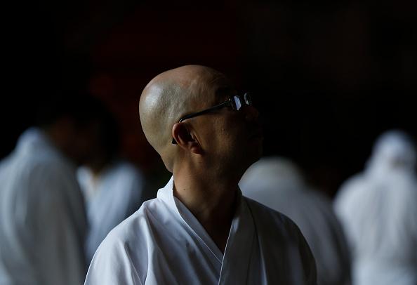 Great Buddha Hall - Nara「Monks Clean The Great Buddha of Nara  Ahead Of Bon Festival」:写真・画像(2)[壁紙.com]