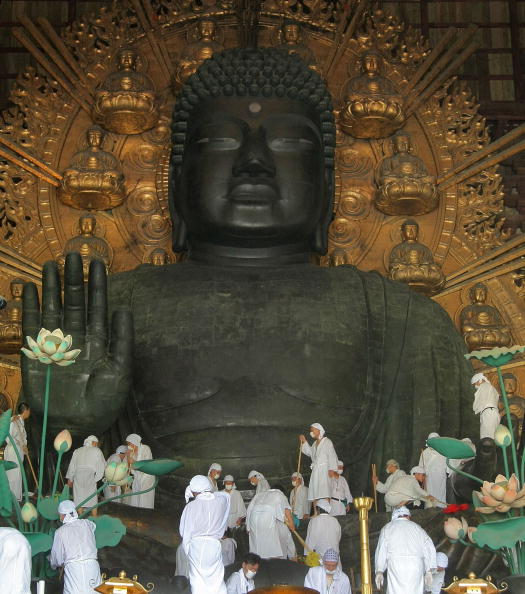 奈良県「Traditional Great Buddha Dusting Held In Nara」:写真・画像(5)[壁紙.com]