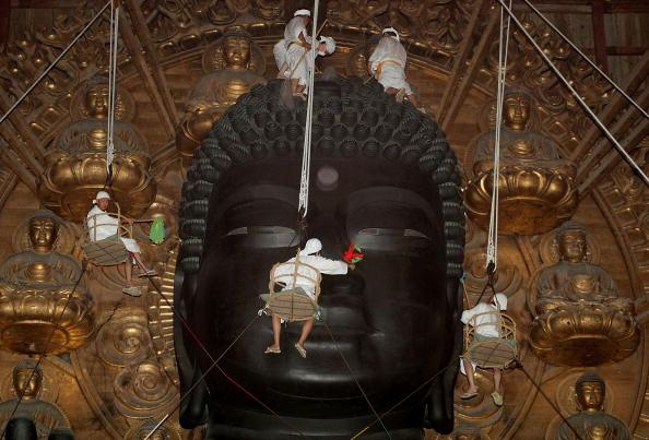 東大寺大仏殿「Traditional Great Buddha Dusting Held In Nara」:写真・画像(19)[壁紙.com]