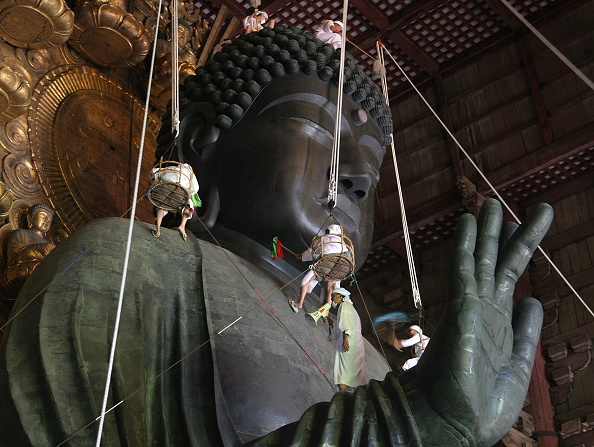 奈良県「Traditional Great Buddha Dusting Held In Nara」:写真・画像(10)[壁紙.com]