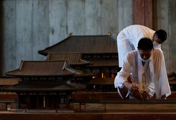 Great Buddha Hall - Nara「Monks Clean The Great Buddha of Nara  Ahead Of Bon Festival」:写真・画像(15)[壁紙.com]