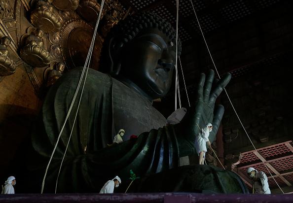 Great Buddha Hall - Nara「Monks Clean The Great Buddha of Nara  Ahead Of Bon Festival」:写真・画像(3)[壁紙.com]