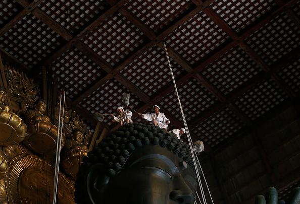 Great Buddha Hall - Nara「Monks Clean The Great Buddha of Nara  Ahead Of Bon Festival」:写真・画像(19)[壁紙.com]